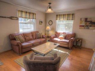 South Lake Tahoe - 5 Bedroom Home, Pet Friendly, Fenced Yard - LTA 8112