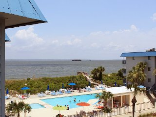 Savannah Beach & Racquet Club Condos - Unit B319 - Water View - Swimming Pool - Tennis, Isla de Tybee