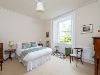 Elegant apartment in Georgian crescent, Edimburgo