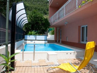 Lovely Ambient near beach with shared pool