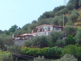 villa fra Cefalù e Capo D'Orlando -13 posti letto
