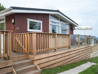 SECURE GATED DETACHED SEA VIEW CHALET  SLEEP 6  OWN DECK & PATIO GOLF OPPOSITE