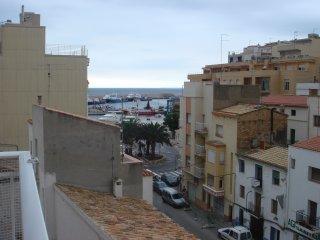 Se alquila apartamento con vistas al mar