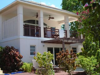 DIRECTLY ON THE TRIPADVISOR HOOPERS BAY BEACH - FAMILY CONDO for 6-8 guests .