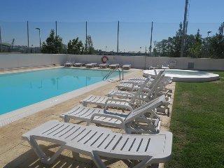 Telheiras residence, luxury apartment with pool!, Lisbon