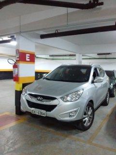 Uma vaga de garagem. Veículo IX35 luxo disponível para locação, mediante solicitação e contrato