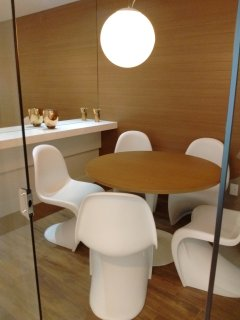 Salas de escritório para recepção e reunião
