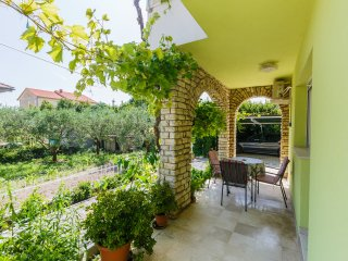 Lovely Apt for 4 in Kaštel Stari, Kastel Stari