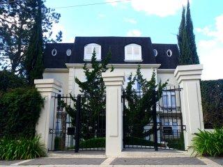 PALACETE CAPIVARI - 4 Suítes (prox ao Baden), Campos Do Jordao