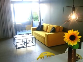 Athina ART Apartment III (YELLOW)
