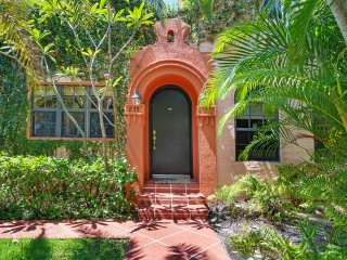 Private Tropical Villa with Guest House & Pool, West Palm Beach