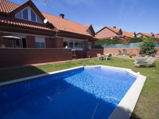 Remarkable villa in Sant Cugat del Vallès for 9 people, only 20km from Barcelona!, Rubi