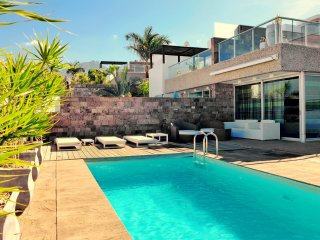 Luxury villa 4 bdr. near del Duque beach, Playa de Fanabe