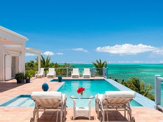 Luxury 4-Bedroom Oceanfront Villa private pool, Providenciales