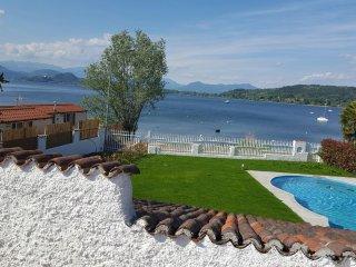 VILLA MEDEA ( piscina fronte lago), Castelletto sopra Ticino