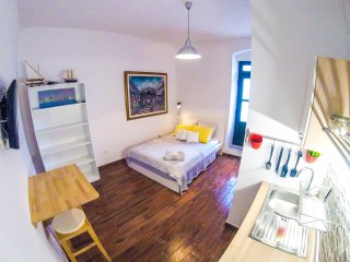 Fab 'n' Chic Studio Apartment with Parking, Split