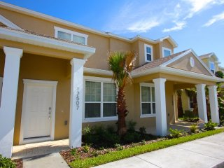 New, Welcoming 3 Bed 3 Bath Townhome. Sleeps 8!, Clermont