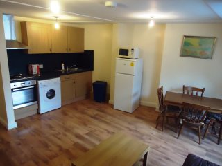 HOLIDAY TWO DOUBE  BEDROOM FLAT IN NW1, London