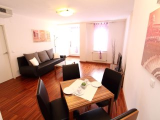 Royal Vienna apartment in 10. Favoriten with WiFi, air conditioning, shared terr