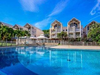 Appartement dans résidence piscine, plage à pied, Le Diamant