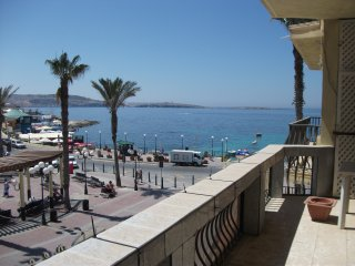 Seaview 2 bedroom apartment - central & spacious, Bugibba