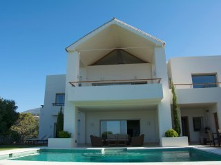 Villa on the golf course with panoramic views, Marbella