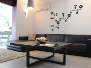Modern Apartment with Pool  in Ideal Location -PUL
