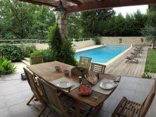 Belle villa avec piscine privee, a 2 km d'Avignon