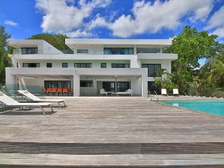 Beautiful 5 bedroom contemporary villa, Simpson Bay