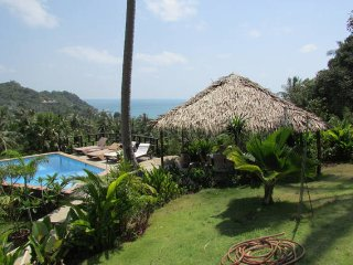 Huge villa/ accommodates 30 people/14 bedrooms, Ko Phangan