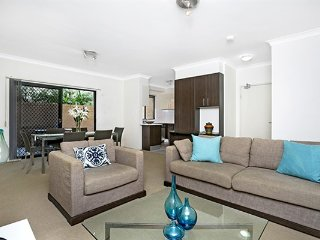 MOUNT - Quiet courtyard with BBQ, Walk to Coogee