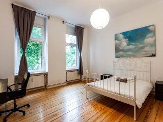 Doppelzimmer-Appartement mit Balkon im Herzen von Berlin, Berlín