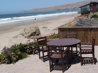 Fabulous Cayucos Oceanfront Home! Just Steps to the Beach! Furnished and Equipped for your Perfect Vacation!
