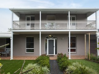 The Colonial At Thirroul Beach