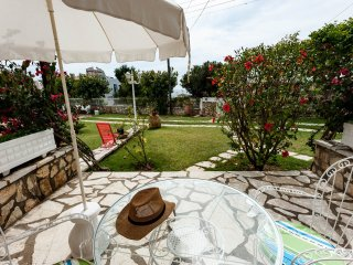 La Corfiota - private 1 bedroom beach garden apt w parking at Corfu west coast, Agios Gordios