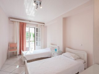 La Corfiota - Beach Garden Studio Apt in gorgeous villa at Corfu's west coast, Agios Gordios