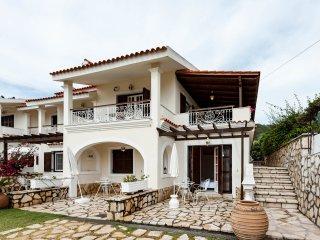 La Corfiota Deluxe beach Villa Maisonette in Ag.Gordios 16 khm from Corfu town