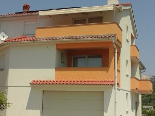 Yellow apartment with nice sea view, Rab Town