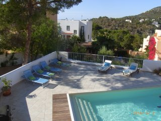 Villa with private heated pool, 5 min walk to the beach
