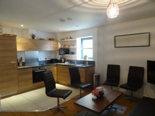 3 bedroom apartment overlooking Limehouse marina, Londres