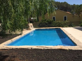 Espectacular casa con hermosa piscina y jardin