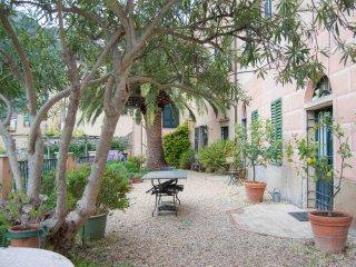 Casa Francesca - casa storica vista Castel Gavone, Finale Ligure