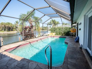 Waterfront Vacation Home–Pool,Spa & Water Views, Marco Island