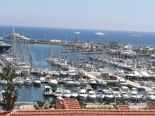 Wonderful views of the iconic marina in Cannes from the balcony