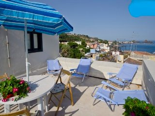 Home indipendent with big terrace ,Etna view  next beach Acicastello