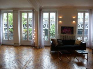 Light filled, spacious luxury flat