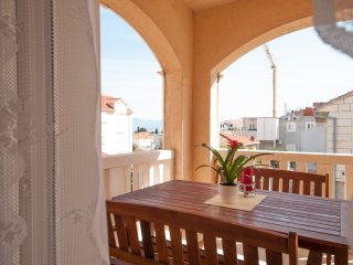 Two Bedroom Apartment with Terrace and Sea View, Supetar
