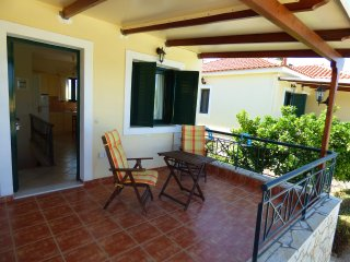 ARTEMIS maisonette with pool & garden near the sea, Paralio Astros