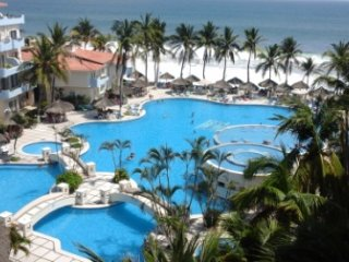 2 BR Villa, Ocean Front, Fabulous Pool, Central to, Manzanillo