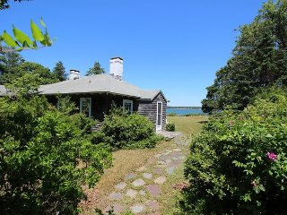 LOVELY BEACH COTTAGE ON KATAMA BAY, Edgartown